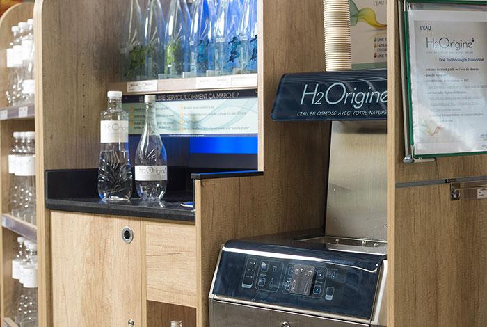 Fontaine H2Origine de Natarys, le système de filtration de l'eau locale par osmose inverse et revitalisation, pour la distribution d'eau en vrac de grande qualité en magasin d'alimentation